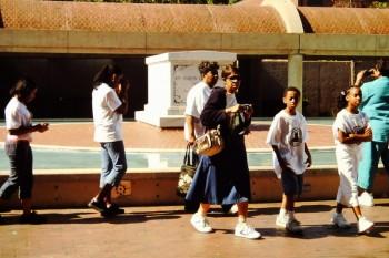 Besucher am Grab von MLK in Atlanta