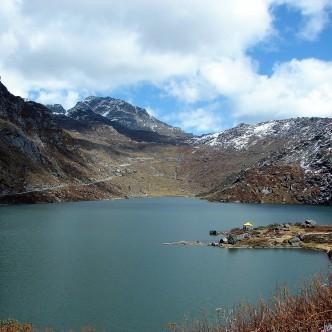 Blick über den Tsomgo Lake (Sikkim) nach Osten, Richtung Nathu La-Pass