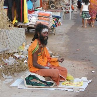 Ein Sadhu bittet um Gaben