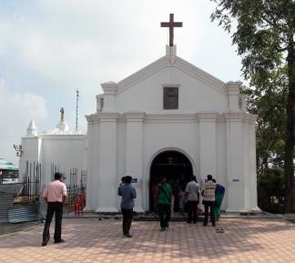 Kapelle auf dem San Thomas Mount am Flughafen Chennai (früher Madras). Hier erlitt der Apostel den Tod.